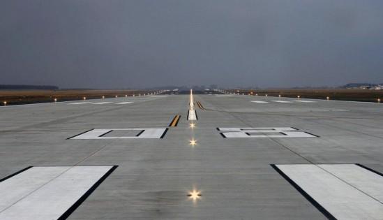 Modlin również brany był pod uwagę jako lokalizacja CLP. Fot. Lotnisko w Modlinie.
