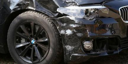 Samochód wiozący wiceszefa MON nie mógł korzystać z przywilejów na drodze