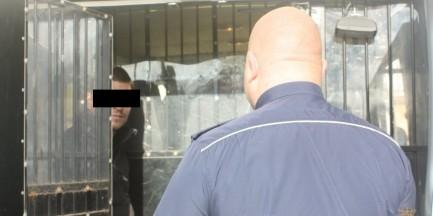 Zaatakował na ulicy 78-latka, bił i wykrzykiwał hasła antysemickie