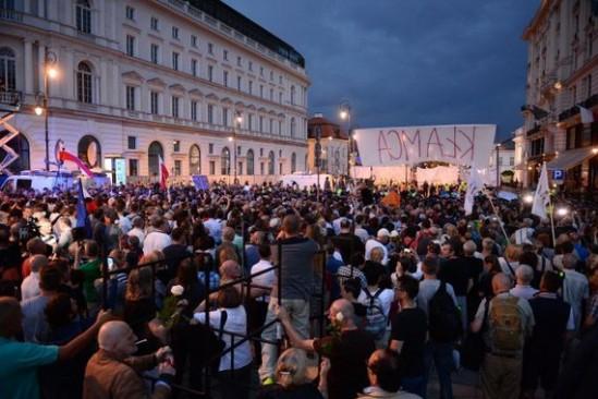 87. miesięcznica w Warszawie. Fot. Marcin Kmieciński/PAP