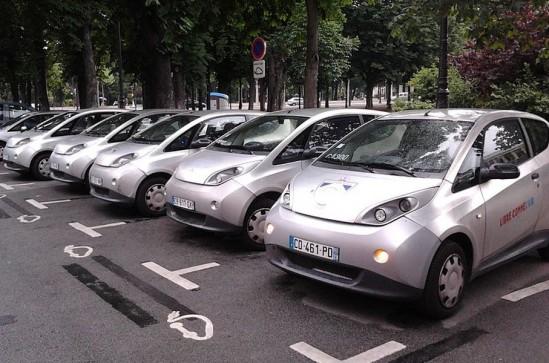 System wypożyczalni Autolib we Francji. Fot. Mariordo / wikipedia/CC BY-SA 3.0