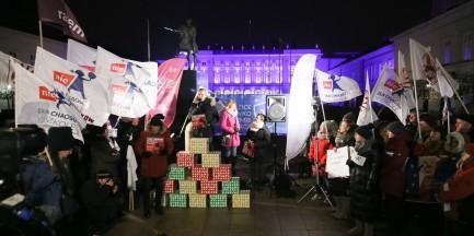 """Pikieta przed Pałacem Prezydenckim. """"Nie podpisuj złej zmiany dla polskiej edukacji"""""""