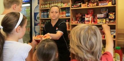 Batoniki i chipsy znikną ze szkolnych sklepików