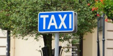 Taksówkarz z Pruszkowa dostał 8 tys. zł kary, bo podwiózł klientkę w Warszawie