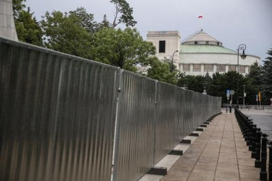 Jeszcze w tym roku Sejm może zostać ogrodzony (PAP, Fot: Rafał Guz)