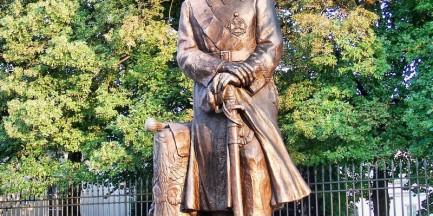 Obsikał pomnik Piłsudskiego!