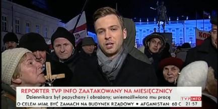 """Uczestnicy """"miesięcznicy smoleńskiej"""" zaatakowali reportera"""