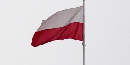Zdjęli i zdeptali biało-czerwoną flagę. Policja zatrzymała trzech obywateli Niemiec