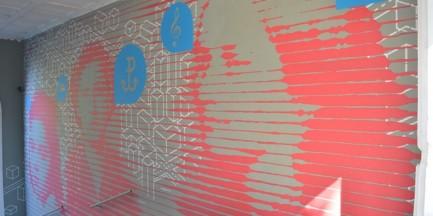 Nowy, kobiecy mural na Muranowie
