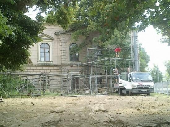 pałac Błękitny - demontaż konstrukcji pod reklamę/ fot. Biuro Stołecznego Konserwatora Zabytków