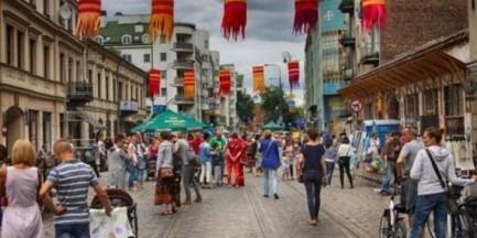 Koncerty, warsztaty gwary warszawskiej i spacery po Pradze. To już ostatni weekend z Otwartą Ząbkowską
