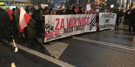 """Antyfaszystowski marsz na ulicach stolicy. """"Za wolność naszą i waszą"""" [GALERIA]"""
