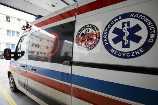 W wypadku uczestniczyły karetka pogotowia i samochód osobowy. Fot. Katarzyna Bednarczyk / Agencja Gazeta
