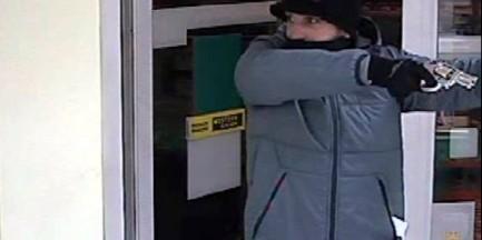 Policja poszukuje sprawcy napadu na bank (ZDJĘCIA)