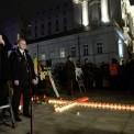 Miesięcznica przed Pałacem Prezydenckim. Fot. PAP/Radek Pietruszka