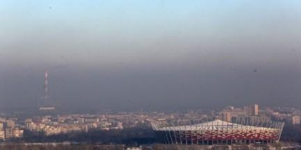 """Rząd ostrzega przed smogiem. """"Zrezygnować ze spacerów"""""""