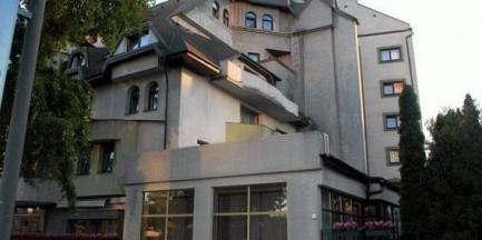 Koniec z Czarnym Kotem. Warszawa szuka firmy, która dokona rozbiórki słynnego hotelu