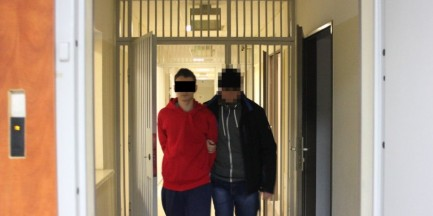 Targówek. 20-latek ugodził nożem w plecy współlokatora