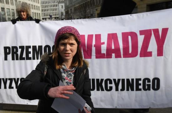 Justyna Frydrych z Porozumienia Kobiet 8 Marca. Fot. PAP/Bartłomiej Zborowski