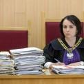 Sędzia Katarzyna Balcerzak-Danilewicz na sali rozpraw. Na kary ograniczenia wolności od 1 roku do 2 lat połączone z pracami społecznymi skazał, 7 bm. warszawski sąd rejonowy czterech mężczyzn oskarżonych o pobicie Egipcjanina w listopadzie 2015 r. (obm/cat) PAP/Marcin Obara