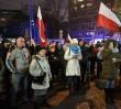 Interwencja policji przed Sejmem. Nakazano ludziom, by się rozeszli