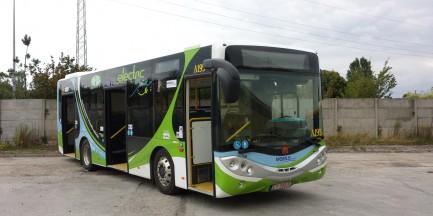 Nowy, ekologiczny autobus na ulicach Warszawy