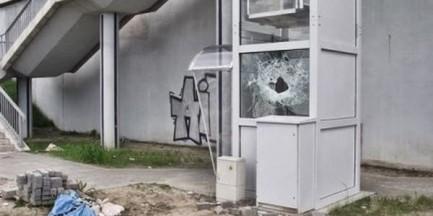 Zdewastowano windę na PKP Toruńska