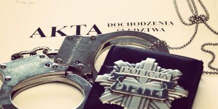 Prokuratura: dziewięć osób, w tym czterech policjantów KSP, z zarzutami