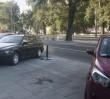 Kierowcy parkują na całym chodniku. ZDM postawi kolejne 200 słupków