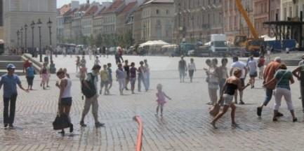 Upał ciągle doskwiera. W weekend nowe kurtyny pojawią się na Pradze
