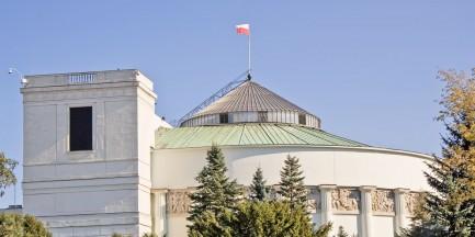 Pod Sejmem chciał się podpalić mężczyzna. Trafił do szpitala