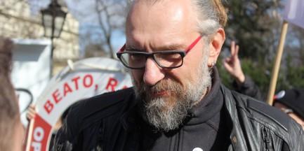"""Lider KOD zaatakowany na Dworcu Centralnym. """"Dwa czy trzy ciosy w kark i głowę"""""""