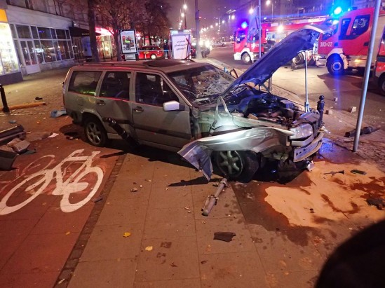 Rozbite Volvo Andrzeja Sz. Fot. PSP Warszawa