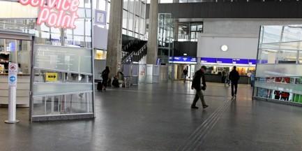 Na warszawskich dworcach staną paczkomaty