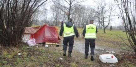 Strażnicy miejscy obdarowali bezdomnych
