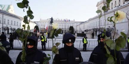 Krakowskie Przedmieście: przed Pałacem Prezydenckim pojawiły się barierki. Bezprawnie?