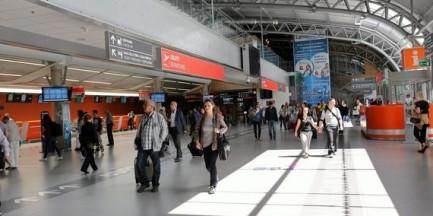 Lotnisko w Modlinie ma kłopoty. Będzie decyzja o zamknięciu?