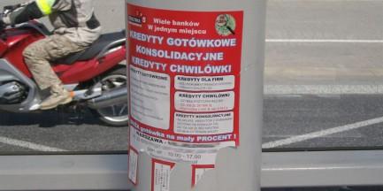 Trollujmy tych, którzy zaklejają śmieciem Warszawę!