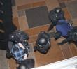 """Akcja funkcjonariuszy policji i """"ŻW"""" w warszawskim hotelu [WIDEO]"""