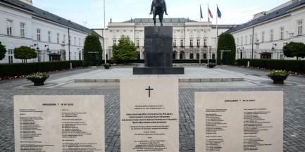 """Spór o tablice smoleńskie: """"Tablice są legalne, a teren należy do nas"""""""