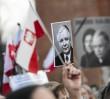 """Lech Kaczyński """"poległ"""" czy """"zginął""""? Na ratuszu zawiśnie pamiątkowa tablica"""