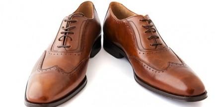 """Niemiec podmienił w pociągu buty śpiącego warszawiaka. """"Zniknęły pantofle za 2 tys. złotych"""""""