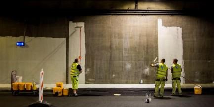 """Malują tunele Wisłostrady. """"Prace trwają nocą, więc mogliście ich nie zauważyć"""""""