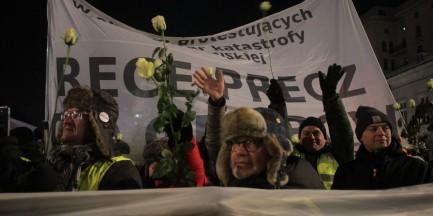 10 kwietnia. 16 zgromadzeń z zakazem, 6 ze zgodą. W tym wiec poparcia dla Tuska