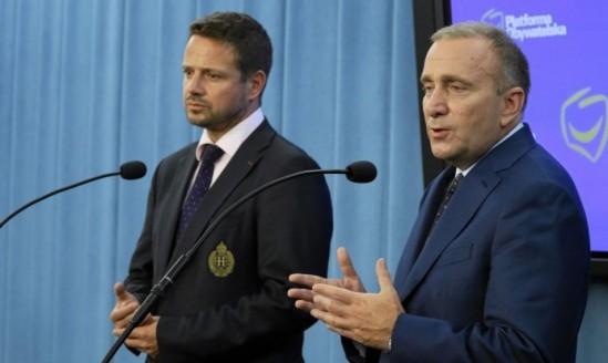 Rafał Trzaskowski i Grzegorz Schetyna. Fot. Sławomir Kamiński/ Agencja Gazeta