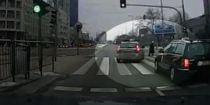 Policjantka prawie potrąciła staruszkę na pasach. Usłyszała wyrok