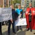 Protesty pod Teatrem Powszechnym. Fot. Przemek Wierzchowski/Agencja Gazeta