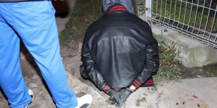 Próbował ukraść radiowóz z policjantami w środku!