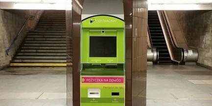 """Kontrowersyjne """"gotówkomaty"""" znikną z metra. """"Niezachowanie obowiązującej procedury umieszczenia urządzeń"""""""