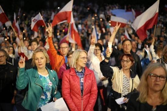Protest przeciwko zmianom w sądownictwie. Fot. Cezary Aszkiełowicz/Agencja Gazeta